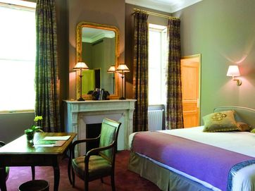 What hotels can you expect on your cycling holiday in France?