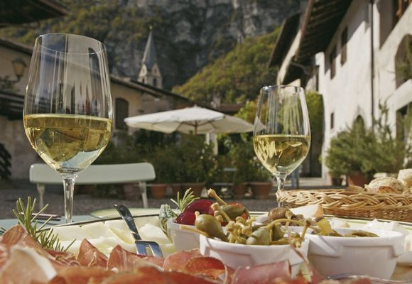 Tyrolean wine and cuisine - Textbox Image