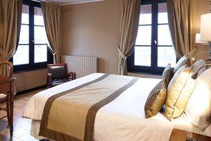 Hotel Cheval Bedroom