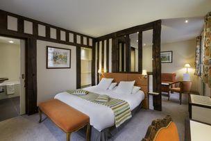 Hotel Le Dauphin Bedroom