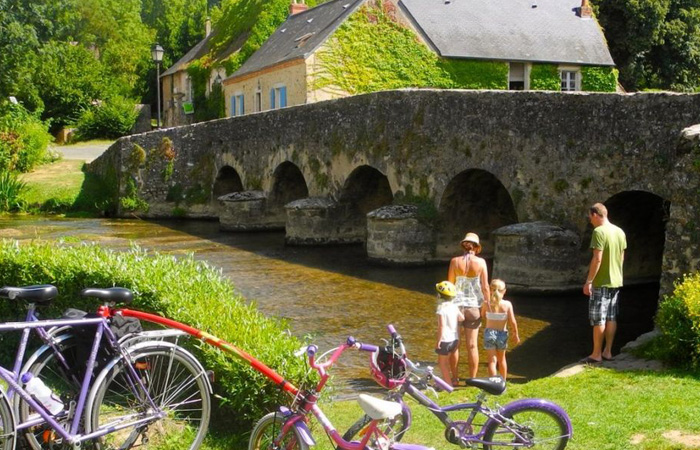 Mayenne family and river