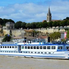 MS Bordeaux on the river